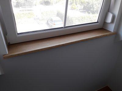 Fensterbank mit Baumkante